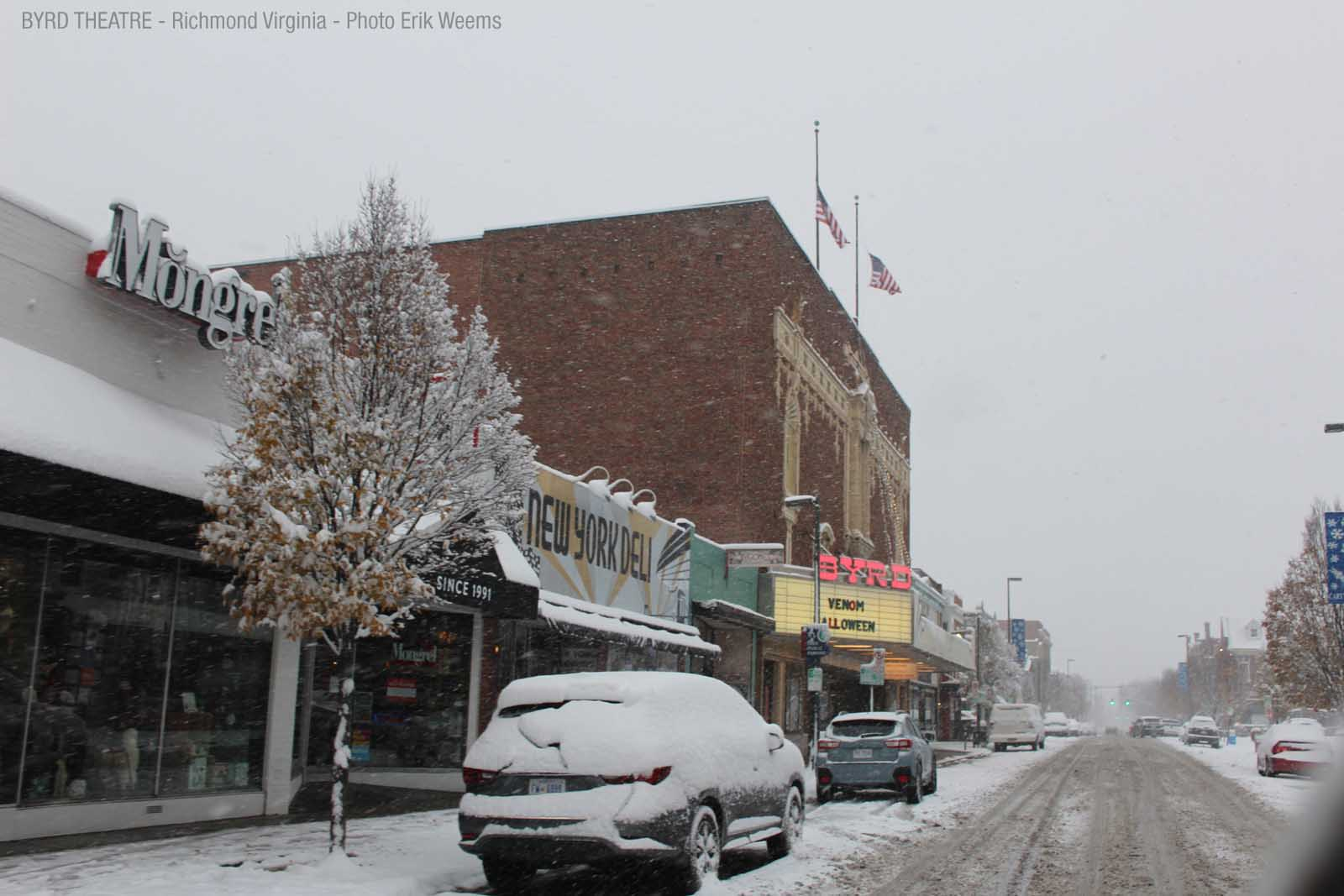 Larger image - Byrd Theater in the Snow - Richmond Virginia
